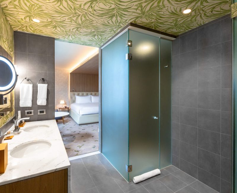 13. Curio_Presidential Suite JFK 03 Bathroom