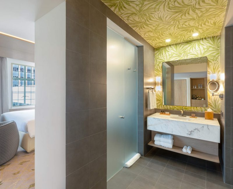 25. Junior Suite Bathroom